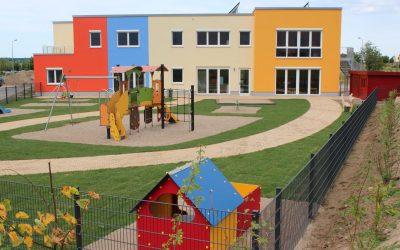 Haupthaus & Spielplatz